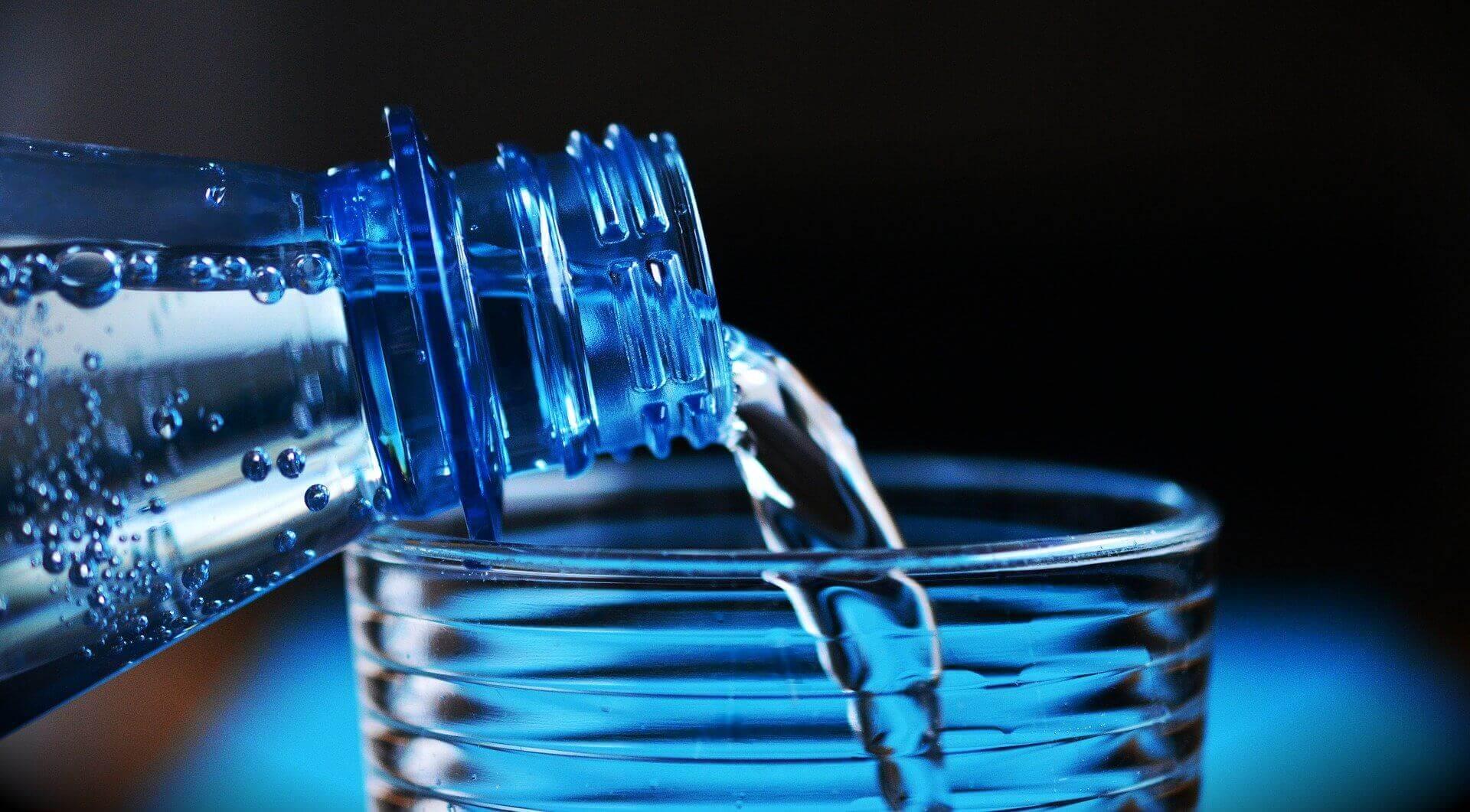botella agua mineral